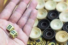 Houten backgammon Speel een raadsspel royalty-vrije stock afbeelding