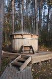Houten badkuip buiten Royalty-vrije Stock Fotografie