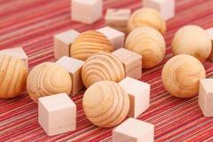 Houten ballen en kubussen Stock Afbeelding