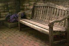 Houten terrasbank stock foto afbeelding 47924085 - Bank terras hout ...