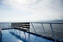 Houten bank op een veerboot Stock Foto's
