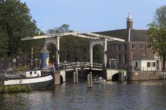 Houten Bascule Brug - Amsterdam - Nederland Stock Afbeelding