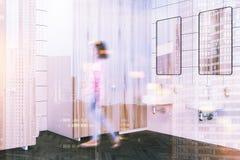 Houten binnenlands het zijaanzichtonduidelijk beeld van het muur openbaar toilet Royalty-vrije Stock Afbeeldingen