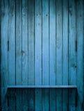 Houten blauwe Plank op muur met licht stock fotografie