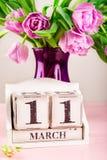 Houten Blok met de Datum van de Moedersdag, 11 Maart Stock Afbeelding