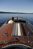 Houten Boot op een Meer van de Berg Royalty-vrije Stock Fotografie