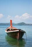 Houten boot op tropische overzees, Phuket, Thailand Stock Foto's
