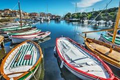 Houten boot in Stintino-haven royalty-vrije stock fotografie