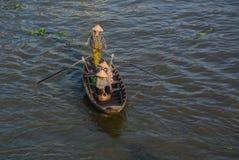 Houten boten op Mekong Rivier stock foto