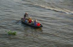 Houten boten op Mekong Rivier stock afbeelding