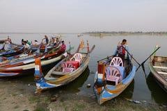 Houten boten in Ubein-brug Stock Afbeelding