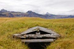 Houten bouw voor het drogen van vissen in IJsland Stock Afbeeldingen