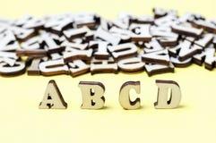 Houten brieven van het Engelse alfabetclose-up, achtergrond, onderwijsconcept stock fotografie