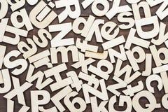 Houten brievenachtergrond in hoofdletters en in kleine letters Royalty-vrije Stock Foto's