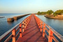 Houten brug aan het overzees Royalty-vrije Stock Foto