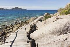 Houten brug bij eiland Nangyuan Stock Foto's