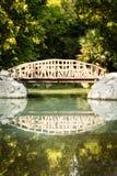 Houten brug in de Nationale Tuin van Athene, Griekenland Stock Afbeelding