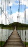 Houten brug dwarsrivier bij het nationale park van Kaeng Krachan, Phetchaburi, Thailand Stock Foto