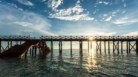 Houten brug op de Indische Oceaan Stock Fotografie