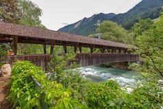 Houten brug over Passer rivier Royalty-vrije Stock Foto's