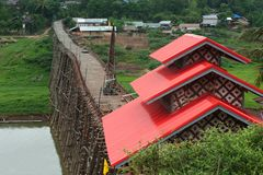 Houten brug in Sangkhaburi Stock Afbeelding