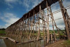 Houten brug in Sangkhaburi Stock Afbeeldingen
