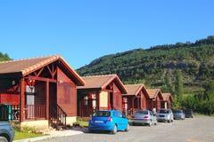 Houten bungalowhuizen op het kamperen gebied Royalty-vrije Stock Afbeelding