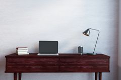 Houten bureau met lege laptop Royalty-vrije Stock Foto
