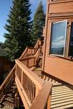 Houten cabine in bos Stock Foto's