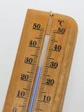 Houten Celsius-thermometer met blauwe wijzerplaat Royalty-vrije Stock Fotografie
