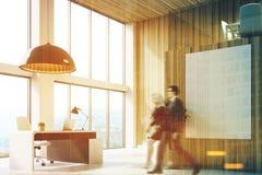 Houten CEO bureau met een affiche, mensen, hoek Stock Fotografie