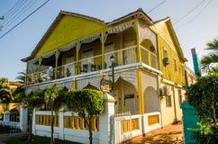 Houten chalet, Cienfuegos, Cuba stock afbeeldingen