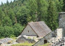 Houten dak van huis op klooster stock foto's