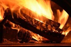 Houten dat brandwonden in de houten oven stock foto's