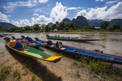Houten de bootrivier van Vangvieng Vientiane Laos Stock Foto