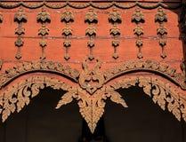 Houten Decoratiegeveltop van Thaise Noordelijke Stijltempel Royalty-vrije Stock Foto's