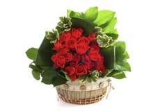 Houten decoratieve bloemmand Stock Afbeeldingen
