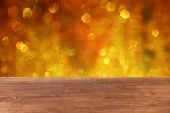 Houten dek en bokeh lichte achtergrond voor productvertoning Stock Afbeeldingen