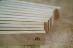 Houten delen voor meubilairproductie stock fotografie