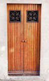Houten deur in Como-stad royalty-vrije stock foto's
