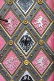 Houten deur met emblemen Royalty-vrije Stock Afbeeldingen