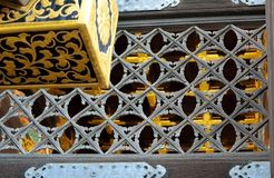 Houten deur met gouden inlegsel, Karamon-Poort, Nijo-Kasteel, Kyoto, J Stock Afbeelding