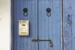 Houten deur met slot royalty-vrije stock foto