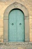 Houten deur/typische houten deur in een Italiaanse stad Stock Foto's