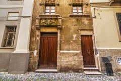 Houten deuren in de oude stad van Alghero royalty-vrije stock foto's