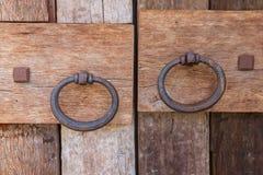 Houten deuren met oude deurknop Stock Foto