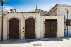 Houten deuren in oud baksteenhuis Royalty-vrije Stock Fotografie
