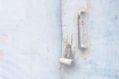 Houten deuroppervlakte met hangslot, abstracte achtergrond met twee lagen Royalty-vrije Stock Foto's