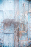 Houten deuroppervlakte met hangslot, abstracte achtergrond met twee lagen Stock Afbeelding