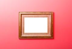 Houten die kader in gouden kleur opgezet op muur wordt geschilderd Royalty-vrije Stock Foto's